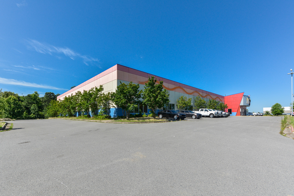 Freestanding Multi-Purpose Building for Sale & Lease