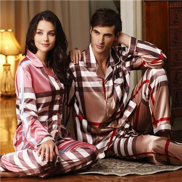Our matching pajamas for men, women, and kids are perfect for families who love to have fun. Perfect for a picture-perfect holiday tradition. Consider a matching family set for your whole family.