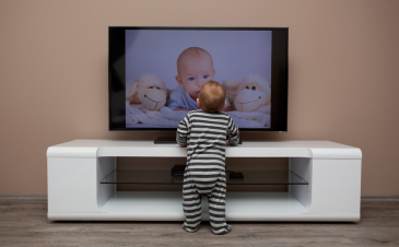 Experts update screen time recommendations for infants and toddlers