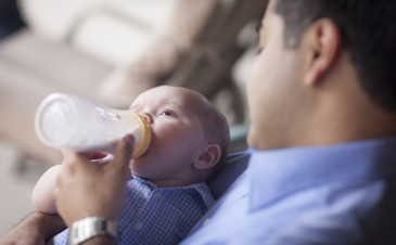 9 tips for bottle feeding your breastfed baby
