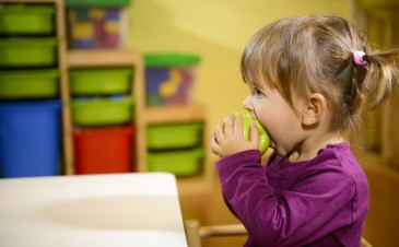 Should preschools have snacks for kids?