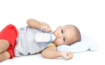 How do I begin to wean my baby off bottle?