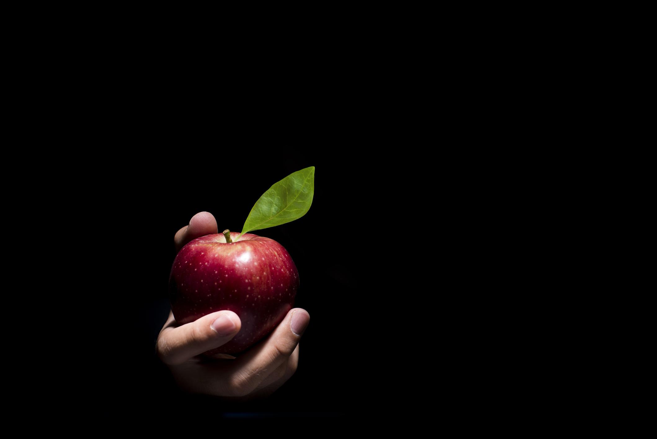 Картинка с яблоком про травлю