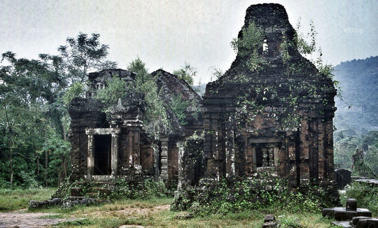 20190812174833-jungle-temple-ruin-vietnam-by-pandahat.jpg