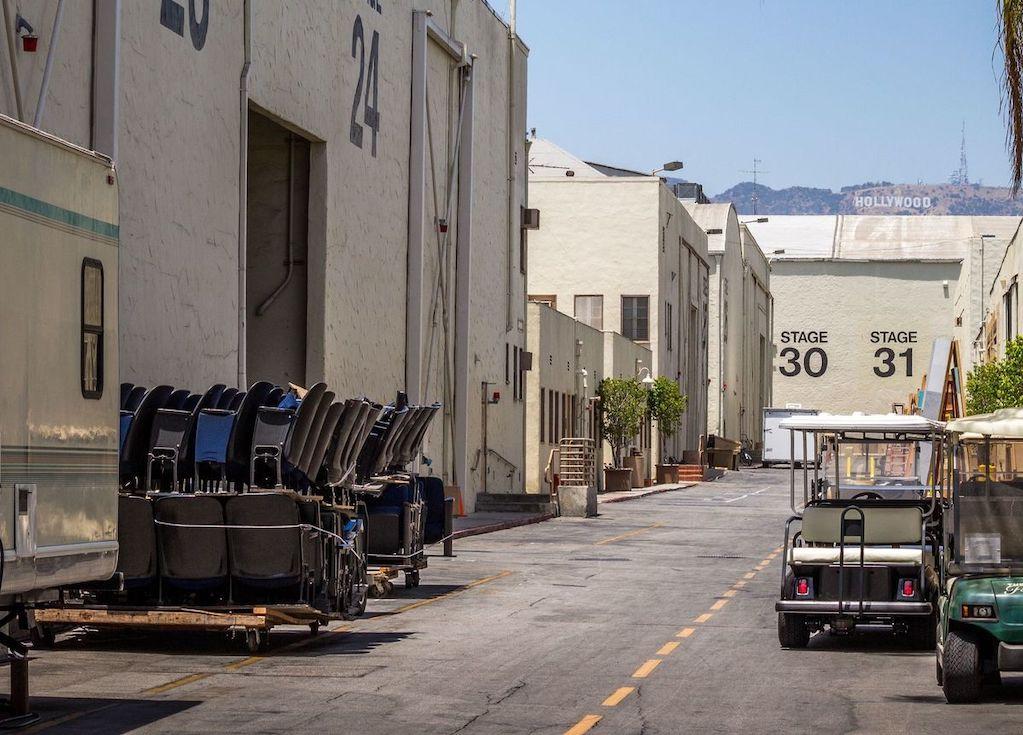 Los Angeles charter tour bus rentals to Universal Studios
