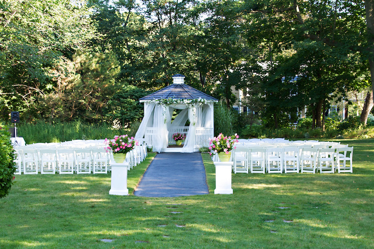 Rent a wedding shuttle bus to get guests to remote Boston wedding venues.