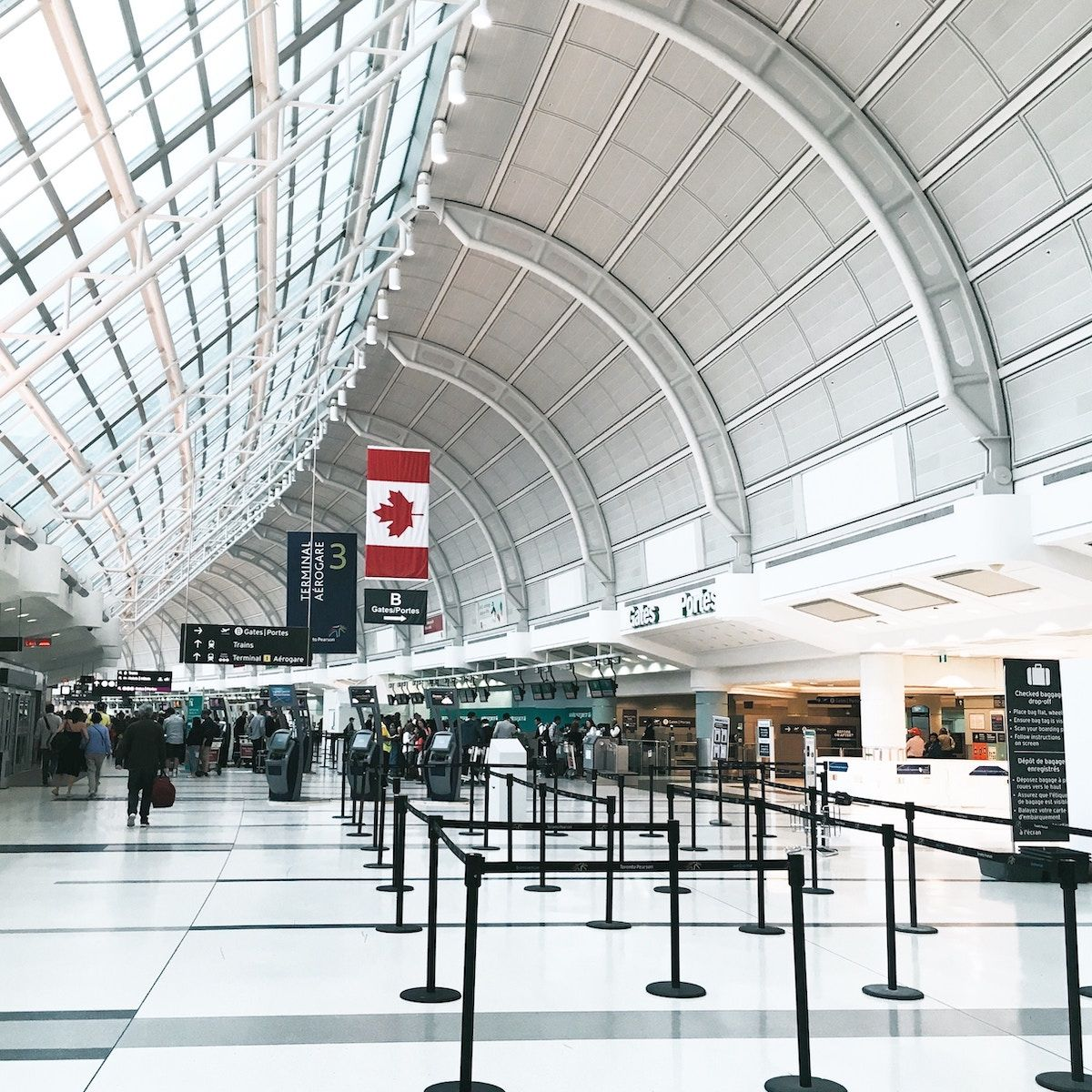 Toronto Pearson International Airport: Toronto Guide To Airport Bus Rentals - YYZ + YTZ