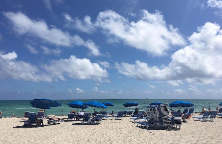 Miami charter bus rentals to 21st–45th Street Beach.