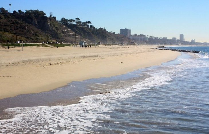 Los Angeles charter bus rentals to Will Rogers State Beach.