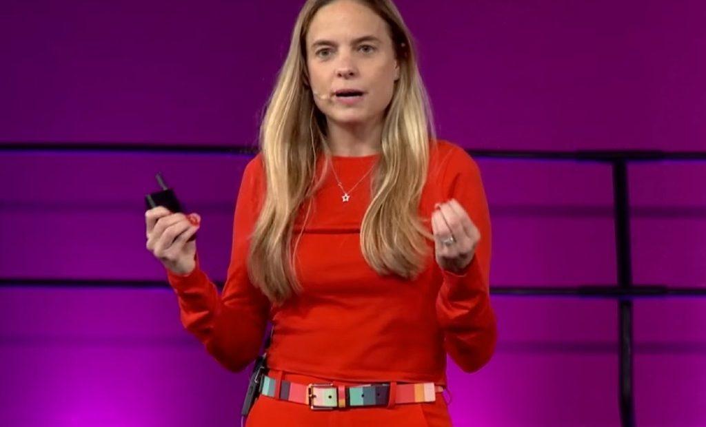 María Teresa Arnal.