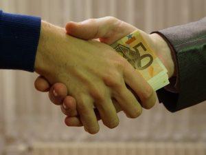 Los mexicanos perciben menos corrupción que en 2018. Esto es lo que le hace falta a México para acabar con ella.