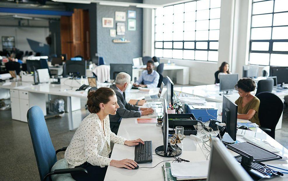 Reducir la jornada laboral, no sólo trae beneficios en la vida, también en la salud de los empleados.