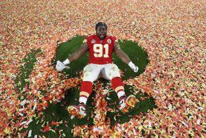 Derrick Nnadi, de los Chiefs, pagó por la adopción de más de 100 perros tras ganar el Super Bowl