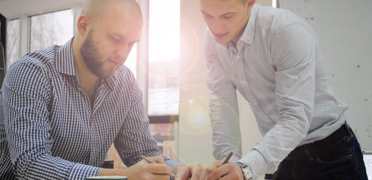 Los conflictos laborales pueden trasladarse al plano profesional y afectar la productividad.