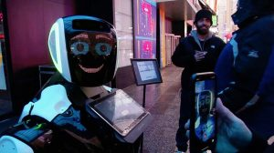 Nueva York tiene un nuevo héroe: un robot que informa a los ciudadanos sobre el coronavirus