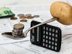 Ahorrar o endeudarse, ¿qué te conviene ahora que Banxico bajó su tasa de interés a 5%?