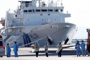 El crucero Diamond Princess tiene 67 pasajeros más infectados con el coronavirus, afirma el ministro de salud de Japón.