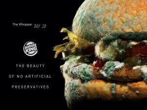 El nuevo comercial de Burger King muestra una Whopper llena de moho, y es parte de una tendencia que se apodera de la industria de la comida rápida