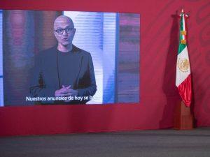 Microsoft quiere salvar tiburones y crear aulas digitales con los 1,100 mdd que invertirá en México