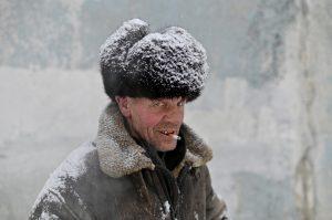 Así sobreviven el invierno las personas sin hogar de Siberia