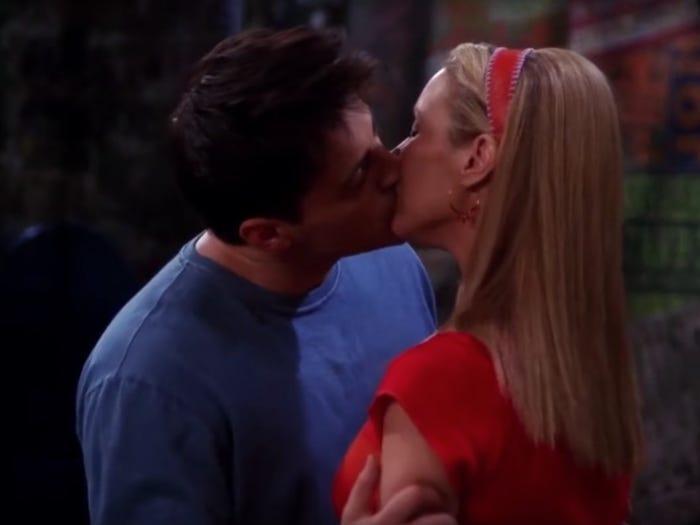 Joey Phoebe pareja novios aventura relación Friends