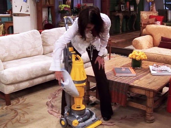 Monica friends Courtney Cox adicta a la limpieza