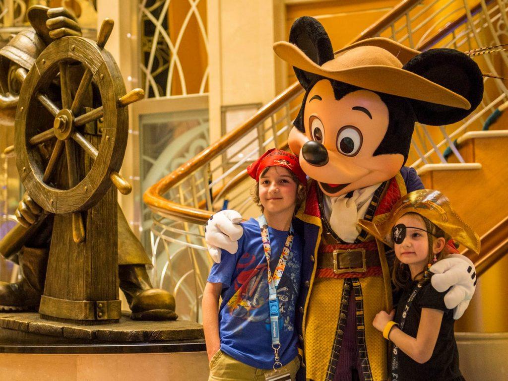 Mickey Mouse vestido de pirata cruceros disney