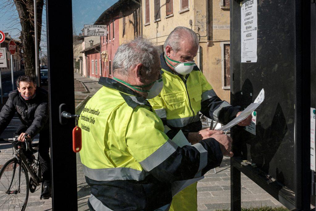 oficiales de protección civil lombardía italia coronavirus