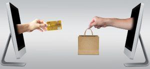 Mujeres acaparan compras de ropa y muebles por internet; hombres buscan más electrónicos y bebidas