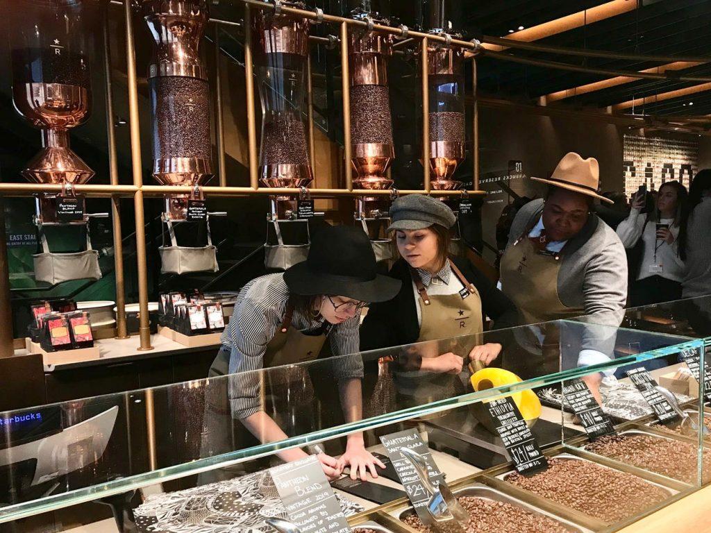 exhibición granos de cafe starbucks chicago