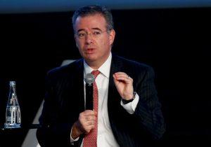 La caída del precio del petróleo dificulta a otros países y a México hacer frente a la crisis del coronavirus, dice Banxico