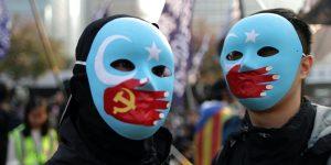 Apple se beneficia de trabajadores explotados en las fábricas de sus proveedores en China, según un informe