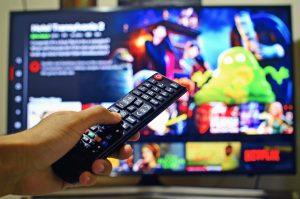 Los mexicanos ven más posibilidad de gastar en pantallas que de salir de vacaciones