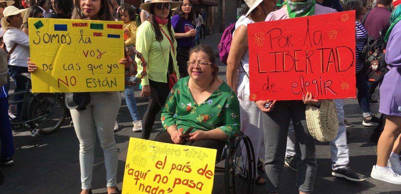 marcha de mujeres contra feminicidios en la CDMX