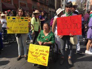 Miles de mujeres marchan en México en contra de feminicidios, violencia de género y machismo