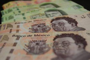El peso mexicano se hunde hasta 10% y toca su peor nivel en tres años