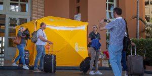 España supera los 1,000 casos de coronavirus, cierra escuelas y anuncia plan contra daños económicos