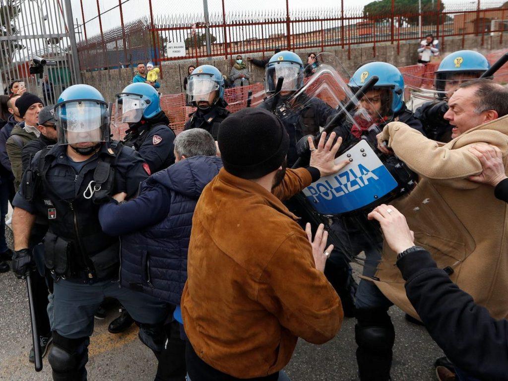 reclusos pelea policía roma italia coronavirus