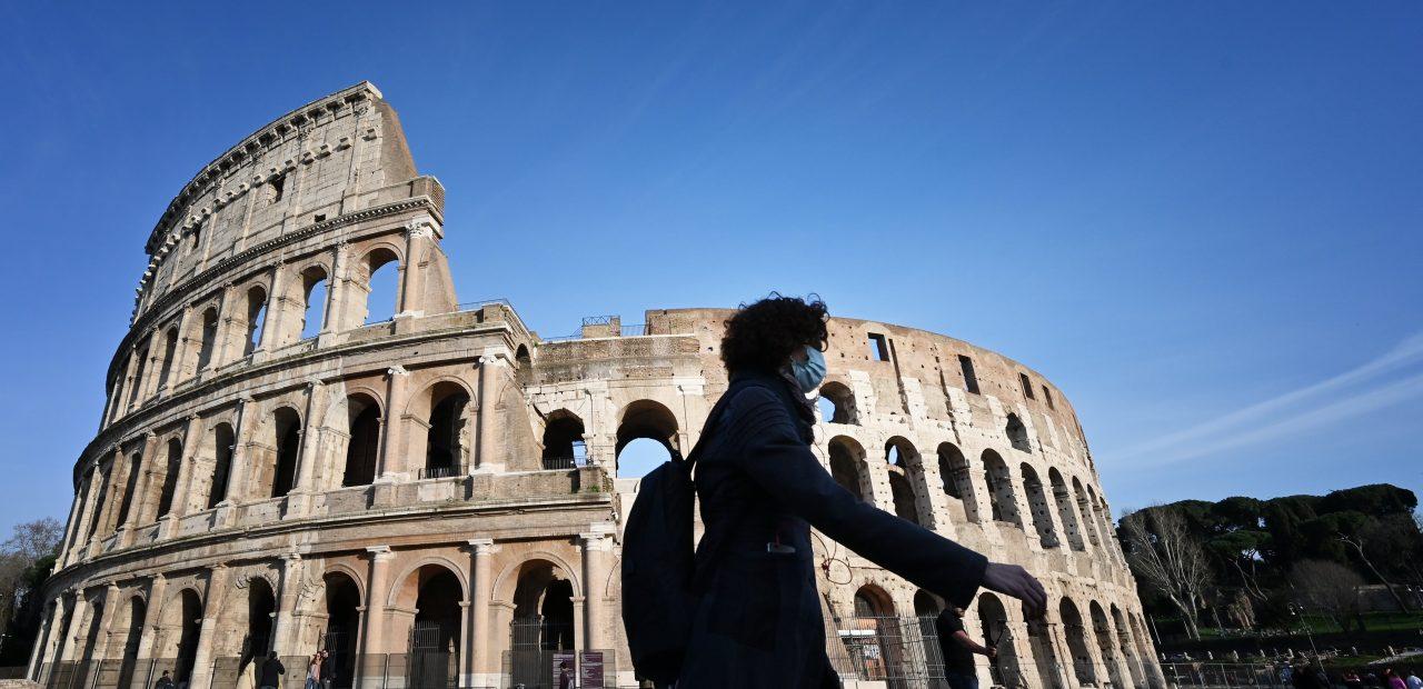 Coliseo Romano Italia coronavirus cubrebocas