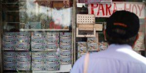 ¡Lleve, lleve! Ya están a la venta los cachitos de lotería para la rifa del avión presidencial (o su equivalente)