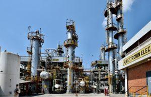 El plan energético de México contempla inversión privada, pero sin subastas ni farmouts, dice Arturo Herrera a Reuters