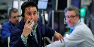 Wall Street se derrumba a su peor nivel desde 1987 por dudas del plan de Trump vs el coronavirus