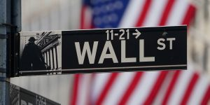 Tras desplome de Wall Street, analistas e inversores se preguntan si el coronavirus causará crisis crediticias o depresión