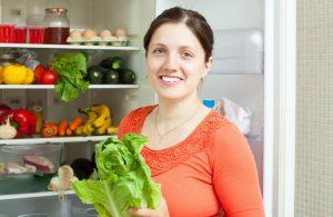 18 maneras en las que estás guardando mal tu comida y que reducen su vida útil