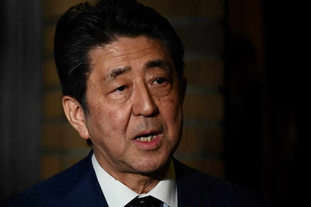 Shinzo Abe primer ministro de japón aplazamiento juegos olímpicos de tokio 2020