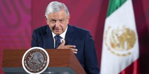 Tras saludo, AMLO dice que dará a conocer la carta que le mandó la mamá del Chapo Guzmán –y explica por qué se dio el encuentro