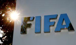 Recortes salariales y renovar los contratos de los futbolistas: la respuesta de la FIFA para lidiar con la crisis por el coronavirus