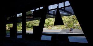 EU acusa a 2 exdirectivos de Fox de dar sobornos para transmitir la Copa Libertadores y otros eventos de la FIFA