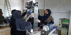 Heroínas de la ciencia: un grupo de jóvenes afganas construye un ventilador médico con piezas de autos para ayudar a pacientes del coronavirus