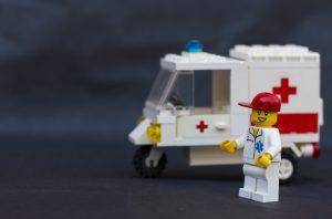 Lego está creando 13,000 visores diarios para personal médico que lucha contra el coronavirus